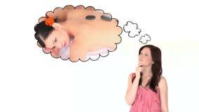 Женщина брюнет потерянная в ее мыслях видеоматериал