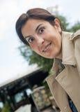 Женщина брюнет работая outdoors Стоковые Фотографии RF