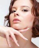 Женщина брюнет с маникюром Стоковое Изображение