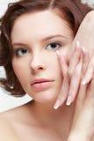 Женщина брюнет с маникюром Стоковая Фотография