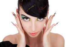 Женщина брюнет держа ее перста в ее ушах Стоковые Фотографии RF