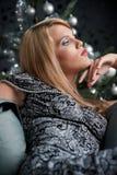 женщина вала рождества передняя представляя Стоковая Фотография