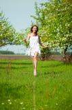 женщина вала сада яблока Стоковое фото RF