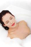 женщина ванны красивейшая ослабляя Стоковое Изображение RF