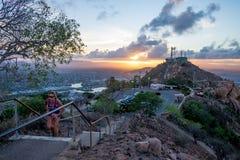 Женщина вверх лестницы Стоковая Фотография RF