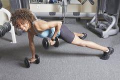женщина веса тренировки Стоковое Изображение RF