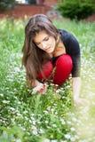 женщина весны парка gather цветков Стоковое Фото