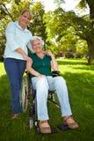 женщина внимательности выдвинутая старшая стоковое фото rf