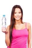 женщина воды удерживания бутылки Стоковая Фотография