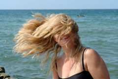 женщина волос стороны заволакивания воздуха белокурая Стоковые Фото