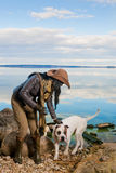 женщина волос черной собаки белая Стоковое Фото