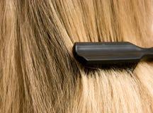 женщина волос щетки Стоковое Изображение