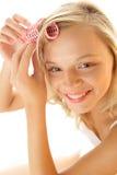 женщина волос curler Стоковые Фотографии RF