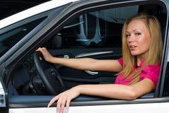 женщина водителя милая Стоковые Изображения