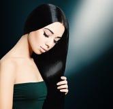 женщина волос брюнет длинняя Стоковая Фотография RF