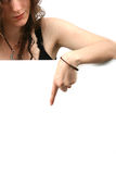 женщина вскользь удерживания карточки белая стоковые фото