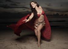 женщина вуали пляжа стоковые фото