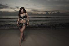 женщина вуали пляжа стоковое фото rf