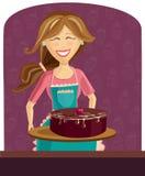 Женщина выпечки с тортом Стоковая Фотография