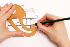 Женщина выполняет технический чертеж Стоковые Изображения