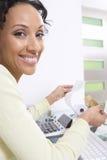 Женщина высчитывая финансы Стоковое Изображение