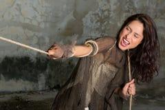 женщина вытягивая веревочки стоковое изображение