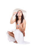 Женщина в белой шляпе солнца Стоковое фото RF