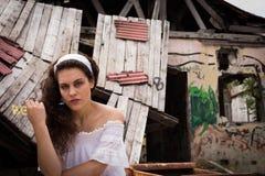 Женщина в белом платье Стоковое Изображение