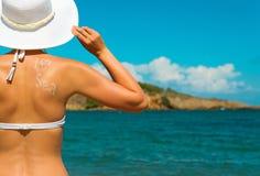 Женщина в белом шлеме Стоковое Изображение