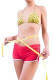 Женщина в бикини в принципиальной схеме диеты Стоковое фото RF