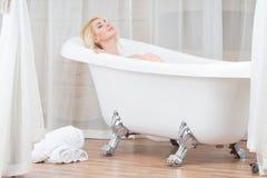 Женщина в ванной комнате Стоковая Фотография RF