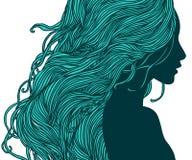 Женщина в взгляде профиля с длинними волосами Стоковая Фотография RF