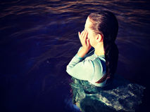 Женщина в воде цвета Стоковая Фотография RF