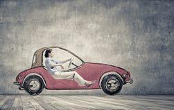 Женщина в вычерченном автомобиле стоковые изображения rf