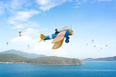Женщина в вычерченном самолете Мультимедиа Стоковое Изображение