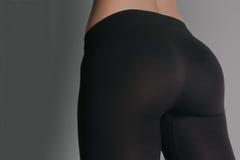 Женщина в гетры и тапках, низком разделе атлетический ишак стоковая фотография rf