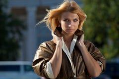 Женщина в городе осени Стоковое фото RF