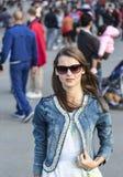 Женщина в городе Стоковые Фото