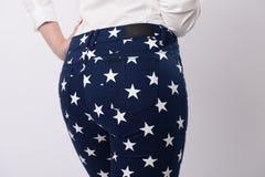 Женщина в голубых джинсах Стоковое Изображение