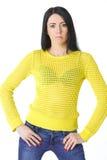 Женщина в желтом цвете с руками на талии Стоковые Изображения RF