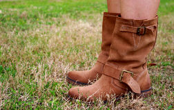 Женщина в западных ботинках от взгляда пола Стоковые Изображения