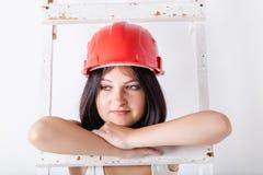 Женщина в защитном шлеме конструкции Стоковое Изображение
