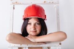 Женщина в защитном шлеме конструкции Стоковая Фотография RF