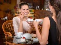 Женщина в кафе Стоковое Изображение