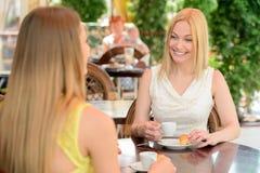 Женщина в кафе Стоковая Фотография