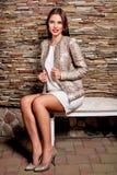 Женщина в кожаной куртке Стоковое Фото