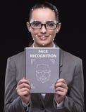 Женщина в концепции распознавания лиц стоковые фотографии rf