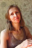 Женщина в коричневом платье Стоковое фото RF