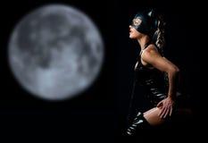 Женщина в костюме кота Стоковая Фотография