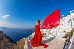 Женщина в красивом красном платье Стоковые Изображения RF